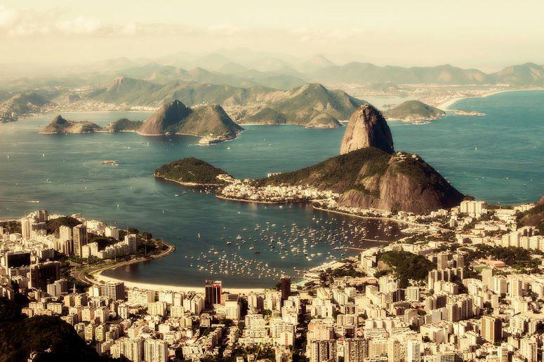 1024px-Baía_de_Guanabara_vista_do_alto_do_Corcovado